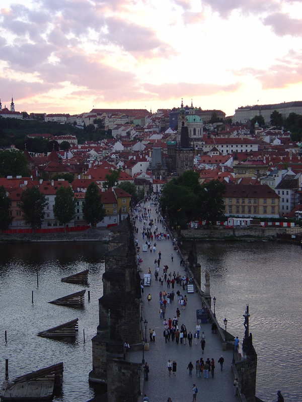 Visiter prague le pont charles un lien essentiel et une - Office de tourisme de prague ...