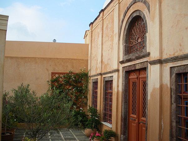 maison neoclassique oia cyclades grece
