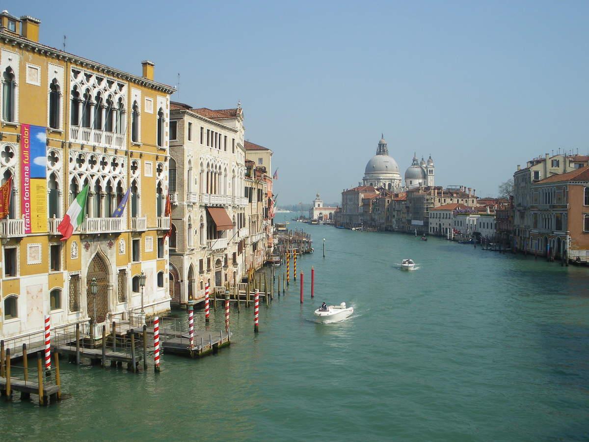Le Grand Canal avec au fonds la basilique Santa Maria della Salute.