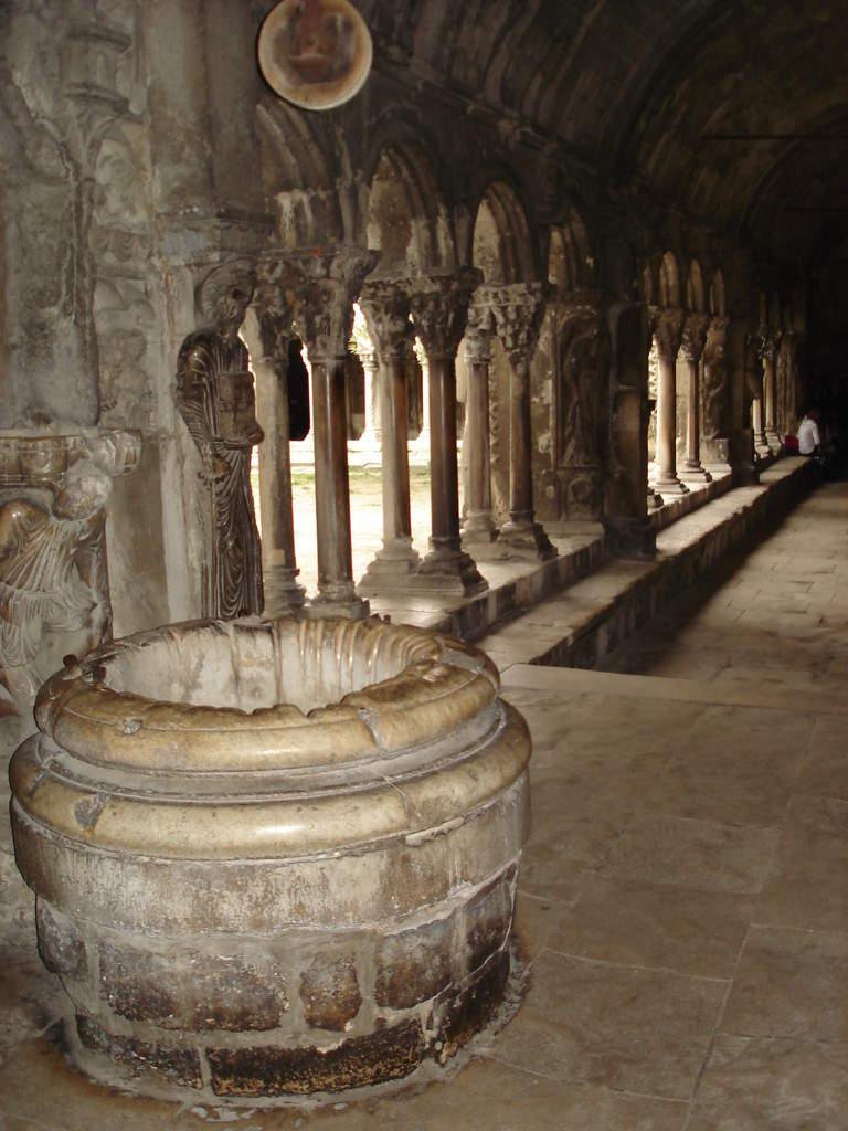 Arles ; ancienne colonie romaine au riche patrimoine historique en Provence 17