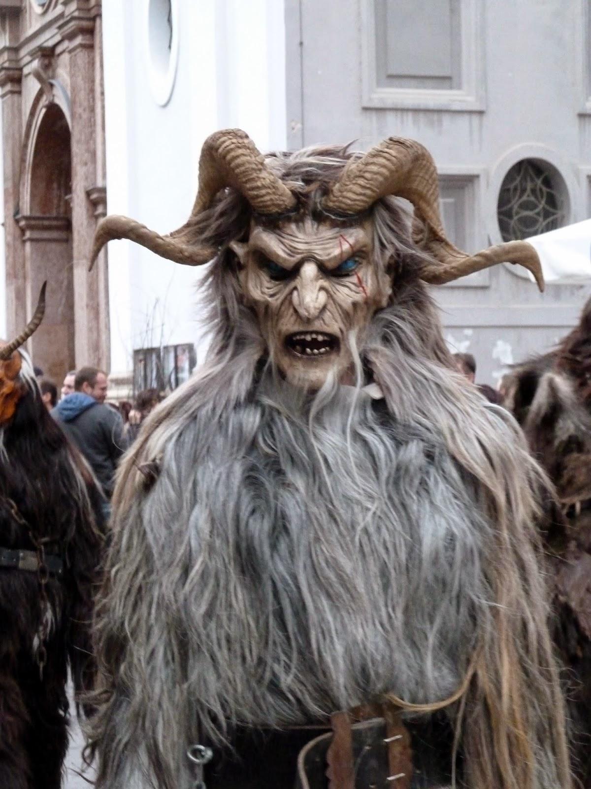 Krampus têtes de monstres à saint nicolas à munich