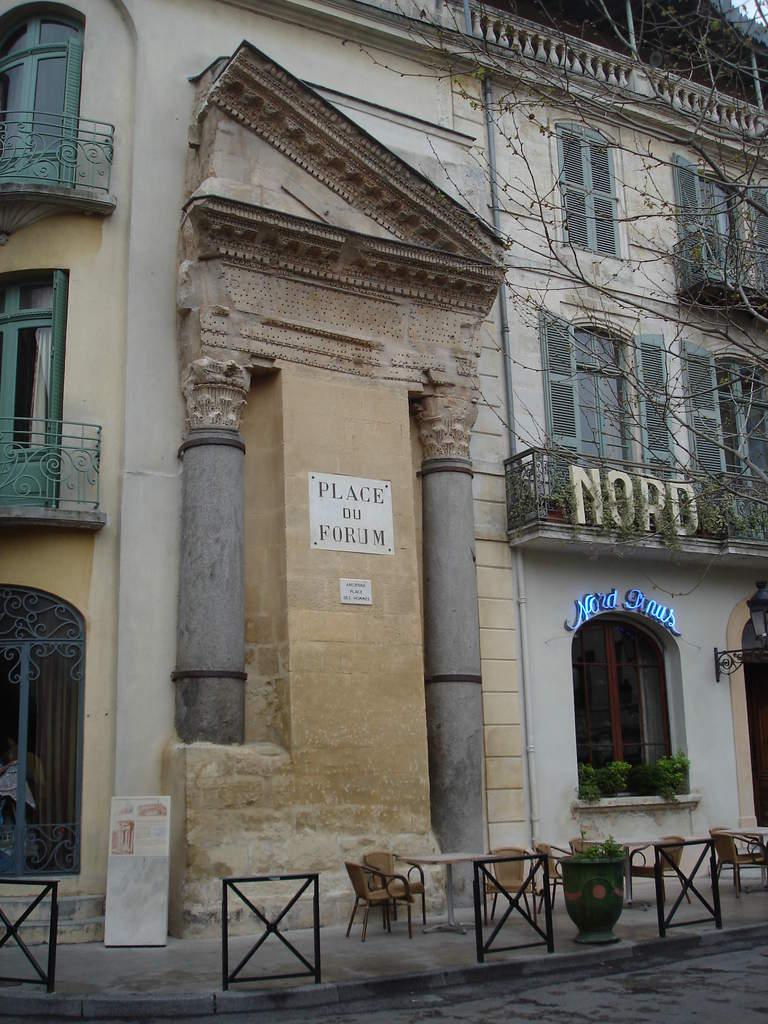 Arles ; ancienne colonie romaine au riche patrimoine historique en Provence 23