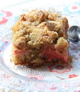 Gâteau crousti moelleux façon crumble à la rhubarbe