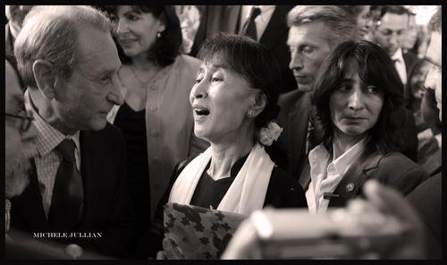 Aung San Suu Kyi ; une reine… sans gant en visite à Paris