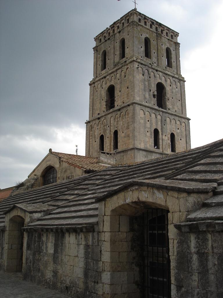 Arles ; ancienne colonie romaine au riche patrimoine historique en Provence 20