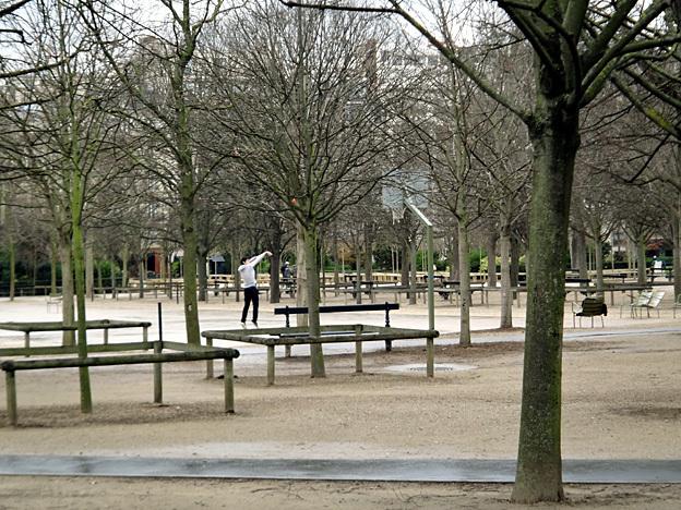 ado solitaire paris jardin du luxembourg fevrier