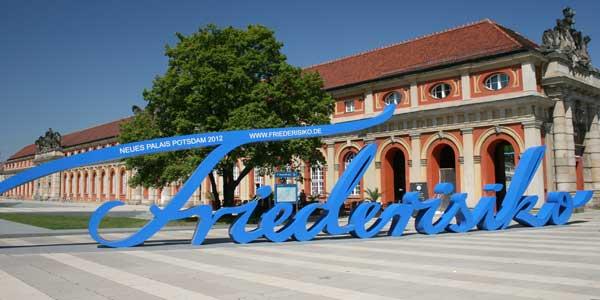 Potsdam, Schriftzug FRIEDERISIKO vor dem Marstall, Foto: Grit Onnen