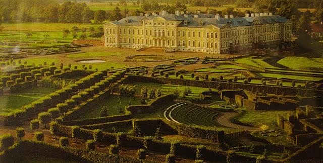 Début de la construction du château de Rundāle en Lettonie en 1736 1