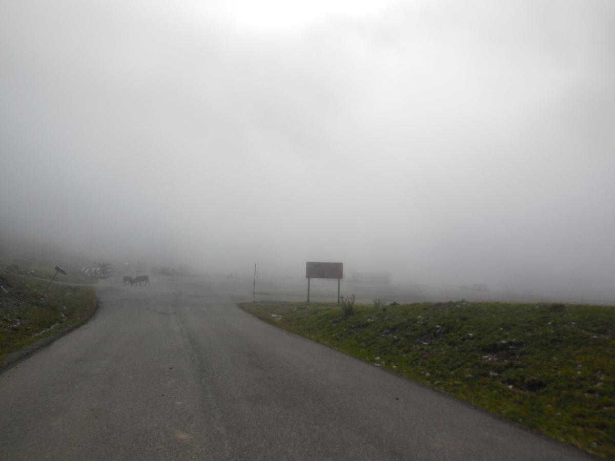 Le parking d'Orri (en direction de Plan de Beret) est sous le brouillard, et pourtant nous sommes à 1860 m d'altitude.