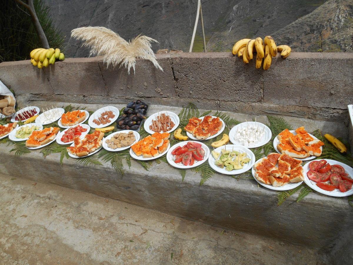 Moment très attendu: ce pique-nique à base des produits locaux  (Papaye, igname, avocat, figues, gofio, mojos...)