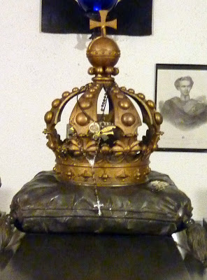 couronne louis II baviere sur la tombe eglise saint michel munich