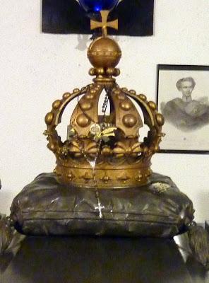 couronne louis II baviere sur la tombe eglise saint michel munich