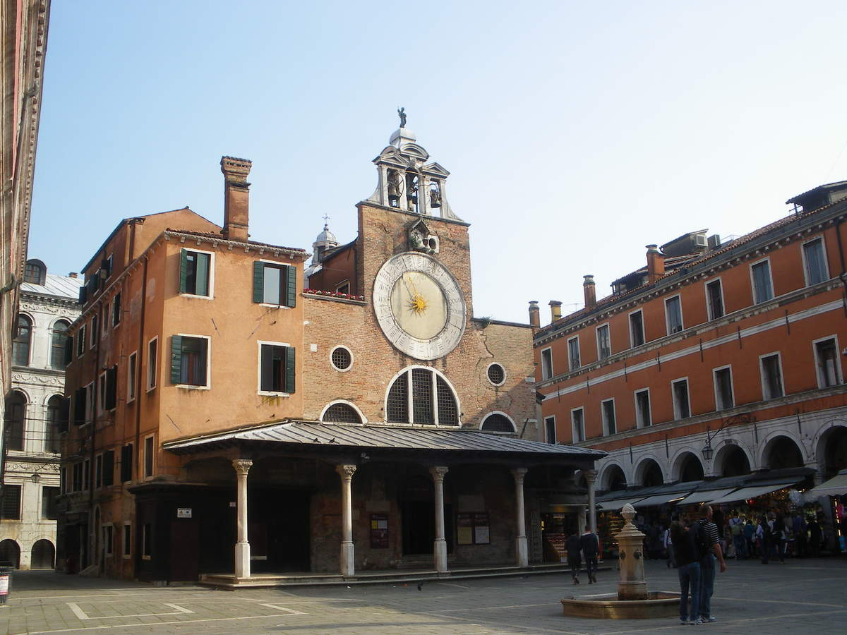L'église San Giacomo di Rialto qui est considérée comme la plus ancienne de la cité...