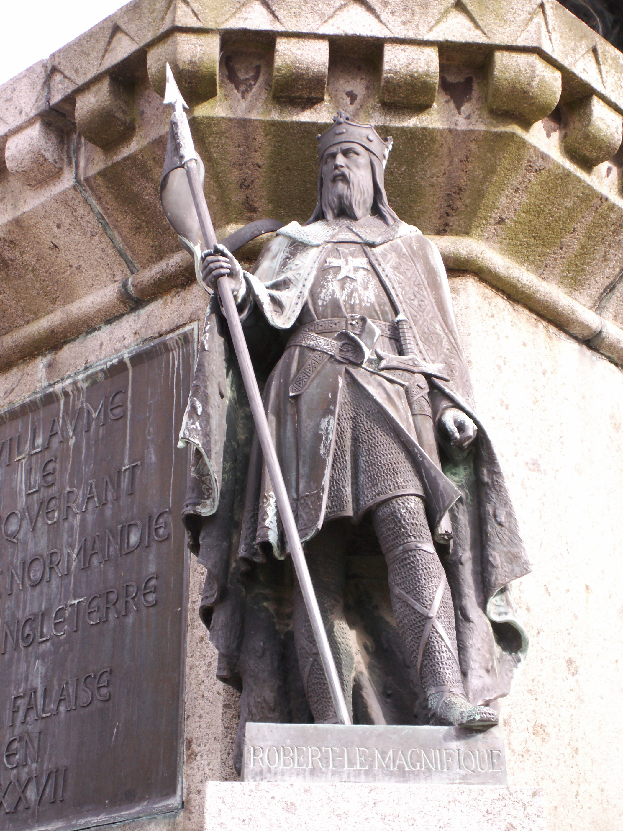 https://voyages.ideoz.fr/wp-content/plugins/wp-o-matic/cache/3143e_Robert_magnificent_statue_in_falaise.JPG