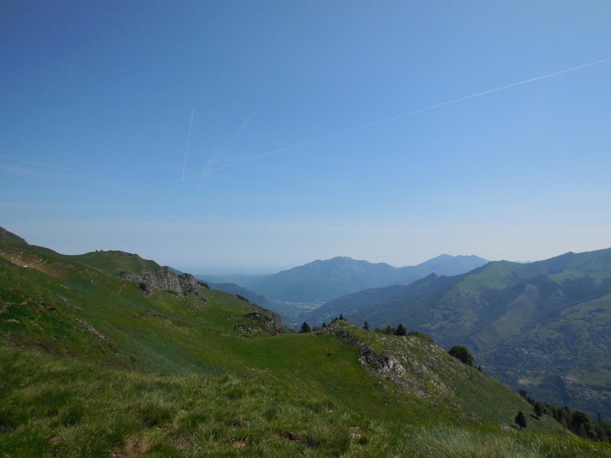Au loin, la plaine Commingeoise et les sommets des pics de Gar...