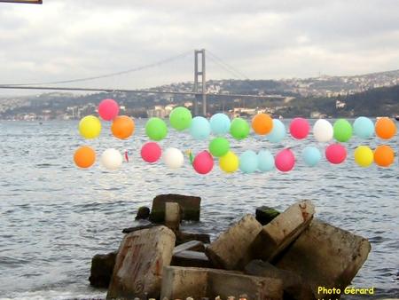Ballons au bord du Bosphore (2)