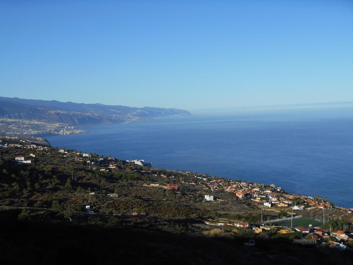 De là, nous apercevons l'île de La Palma (à droite, mais il faut le savoir...)