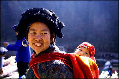 Blog - 105 - Femme a l'enfant Black Miao,2