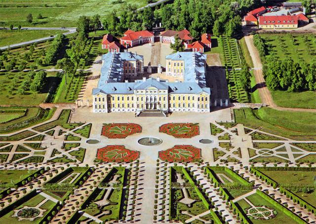 24 Mai 1736 : pose de la première pierre du palais de Rundāle (Lettonie) 5