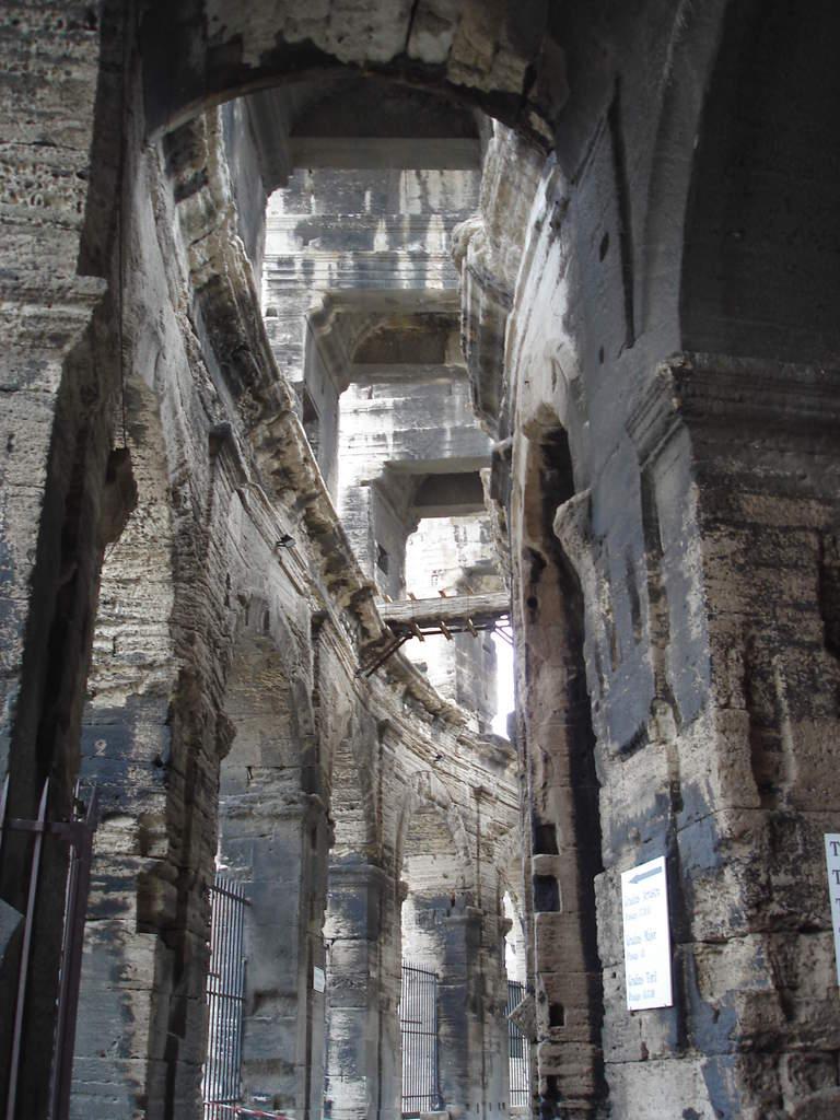 Arles ; ancienne colonie romaine au riche patrimoine historique en Provence 4