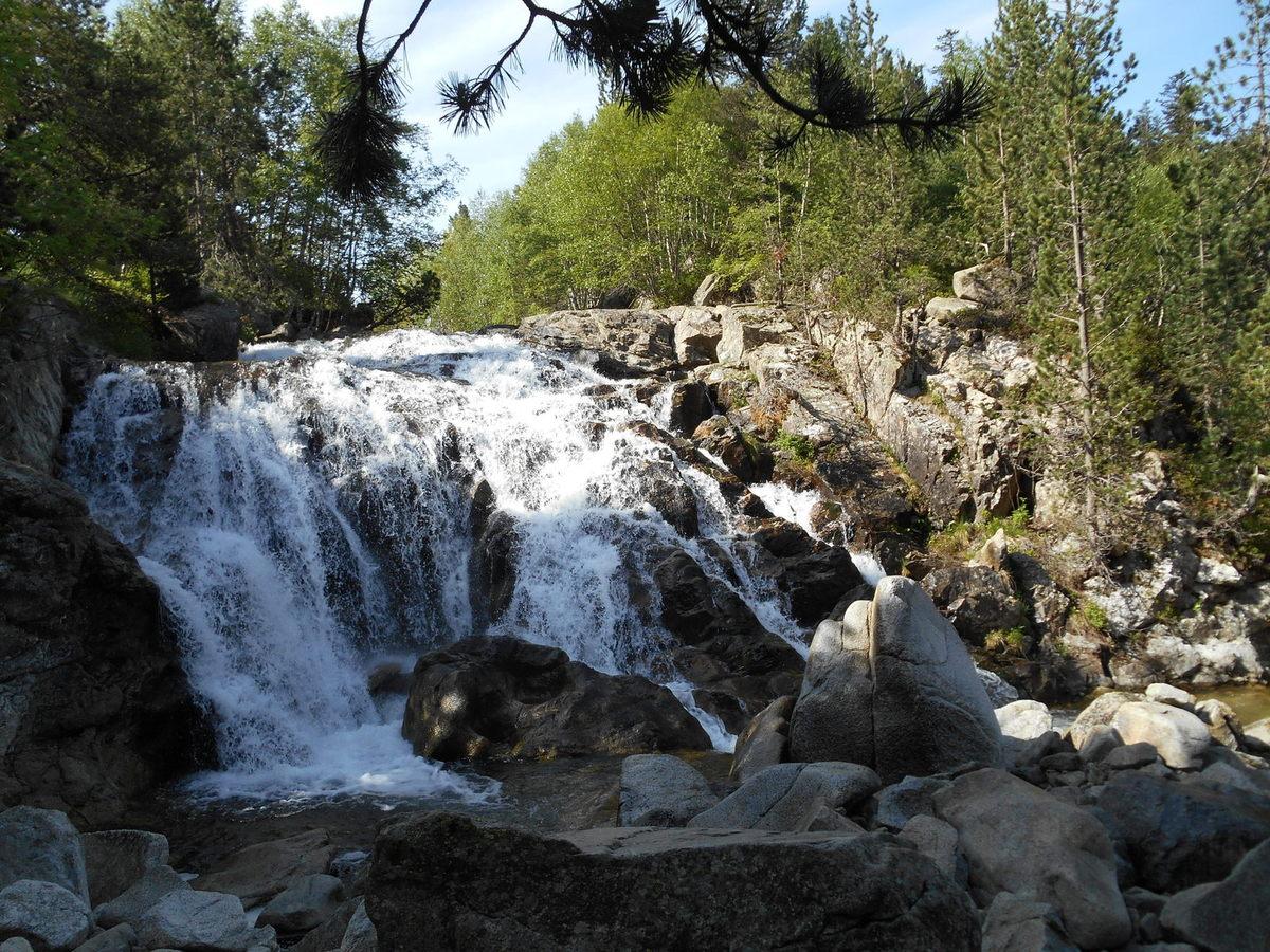 Superbe cascade avant la cabane de  Montanheta.