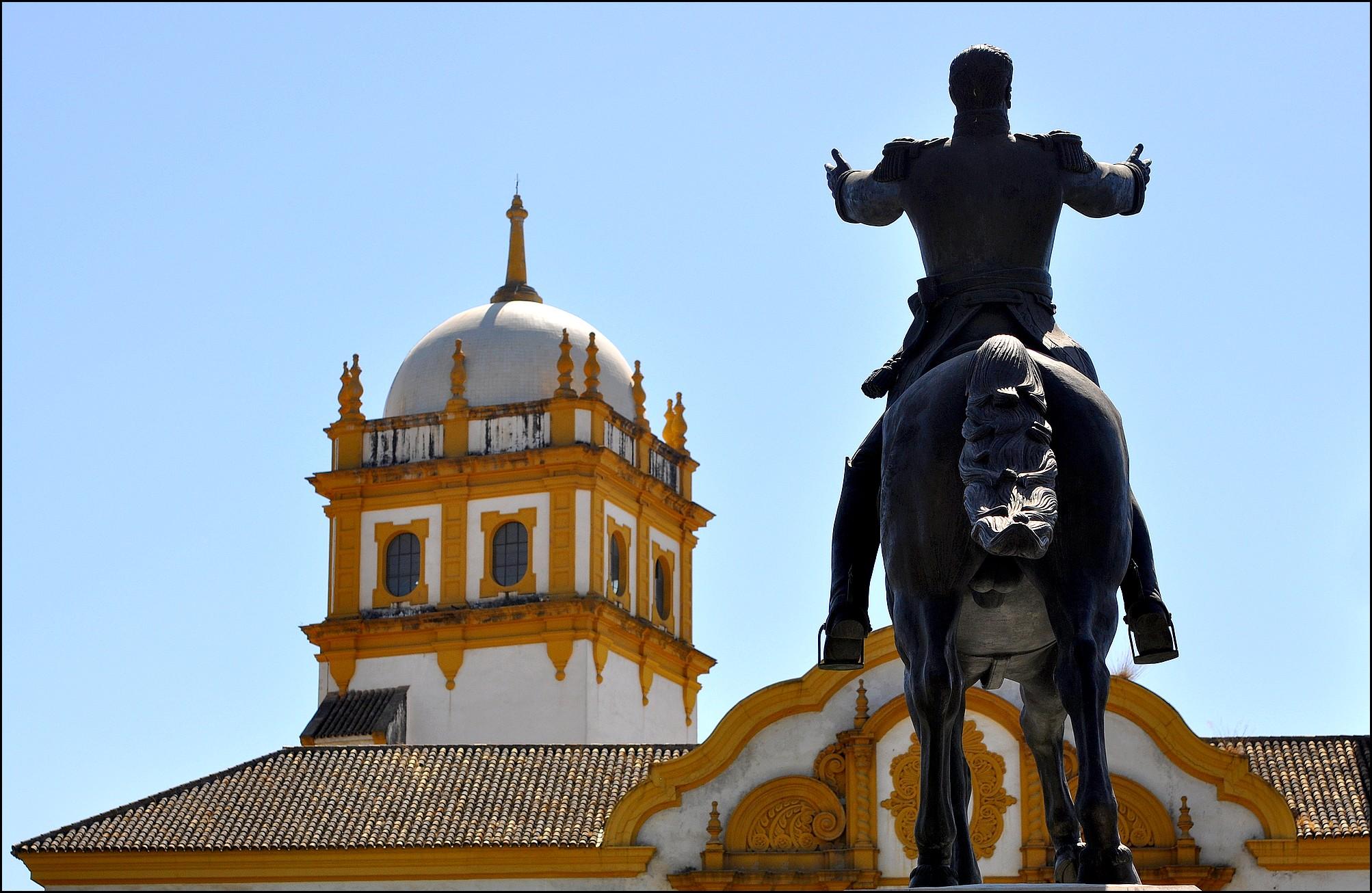 statue d'un cavalier parc maria luisa seville andalousie