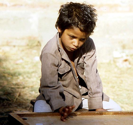 nepal gamin jouant