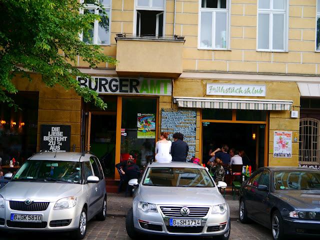 Klotür & Kanzlerin : Burgeramt Frühstücksklub 1
