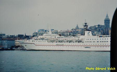 Paquebot à Karakoy istanbul Tour de Galata