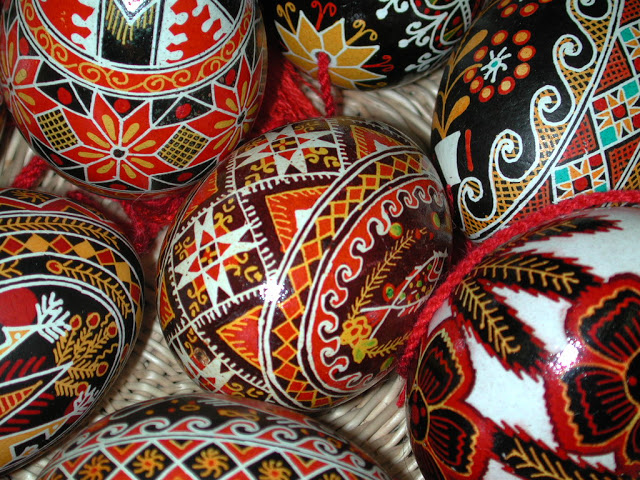 Pâques en Ukraine : L'art de la pyssanka; les œufs décorés artisanaux 1