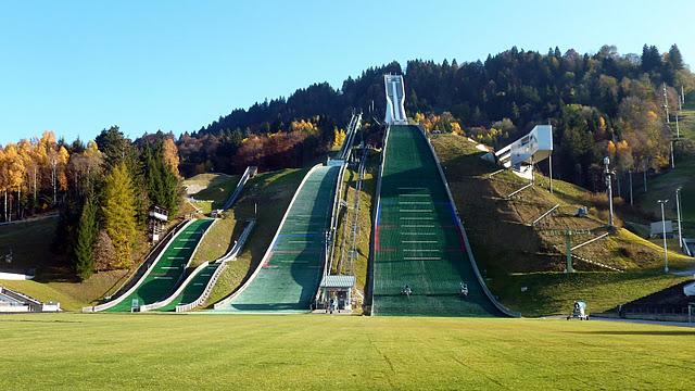 "Garmisch Partenkirchen : Grand tremplin olympique ""Große Olympiaschanze"" (Haute Baviere) 4"