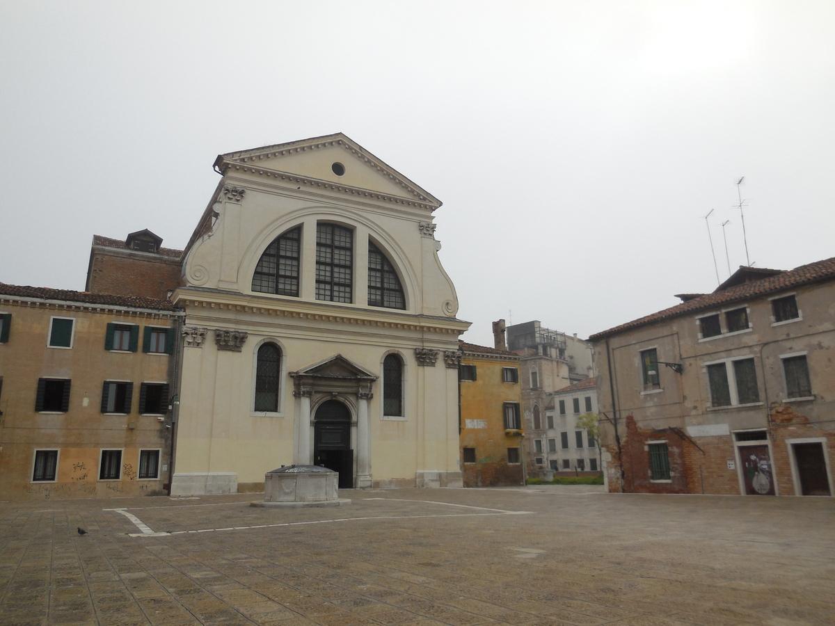 Eglise du IXème siècle, totalement reconstruite entre les XVIè Et XVIIème siècles.