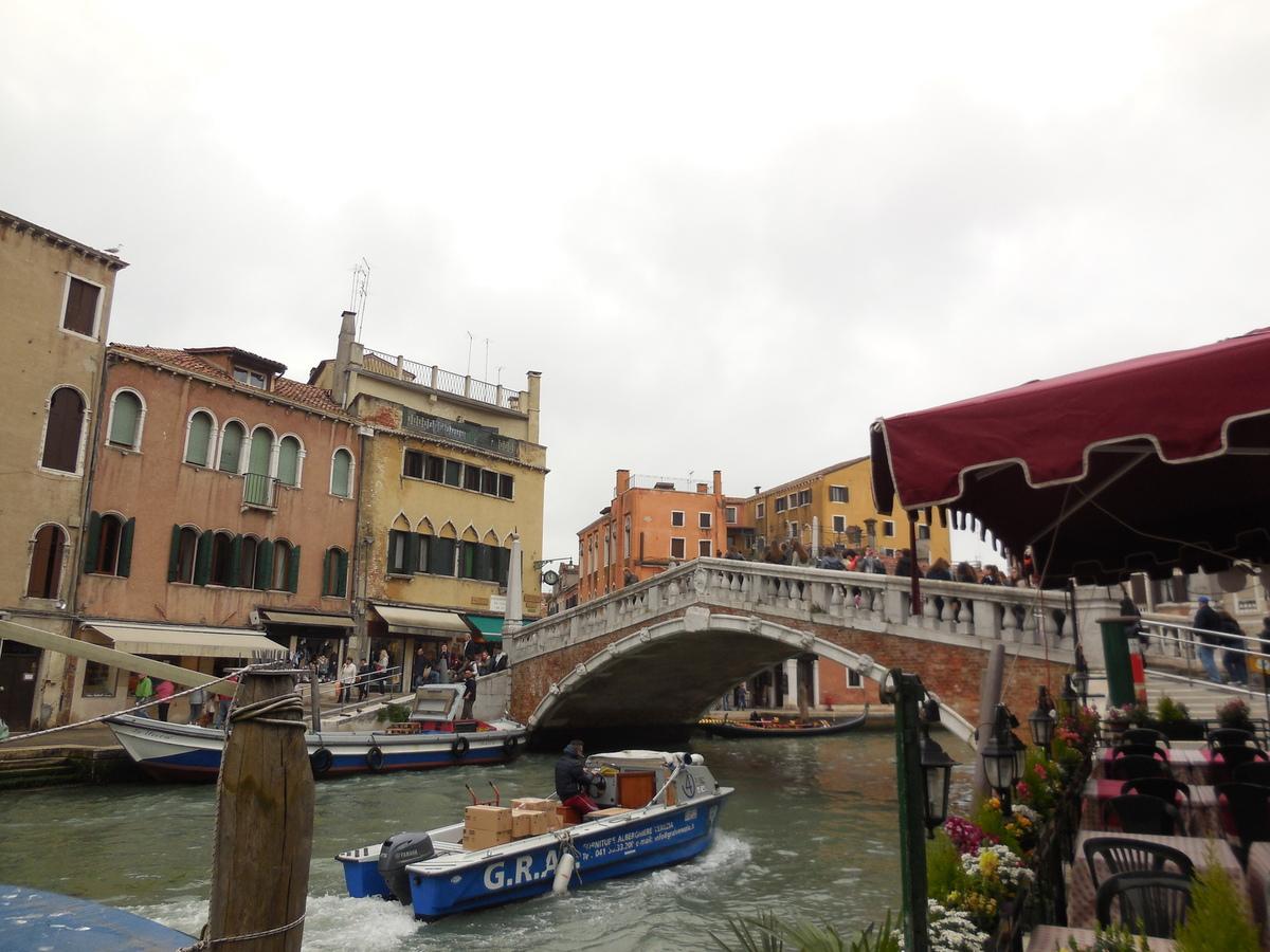 Le Ponte delle Guglie (1580): passage très animé qui conduit de la gare au Rialto.