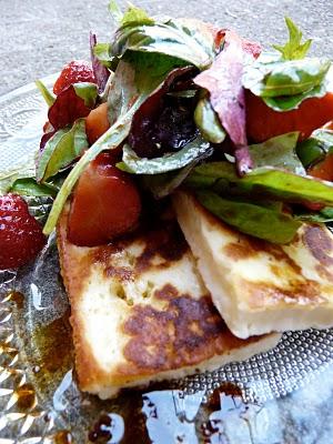 Salade chypriote au fromage halloumi et aux fraises (Recette grecque) 1