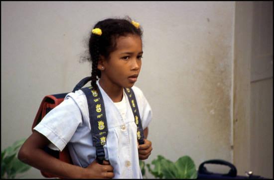 69a2c cap vert ecoliere a choupettes.1277372467 Voyage Cap Vert   Premiers pas sur les chemins du Cap Vert