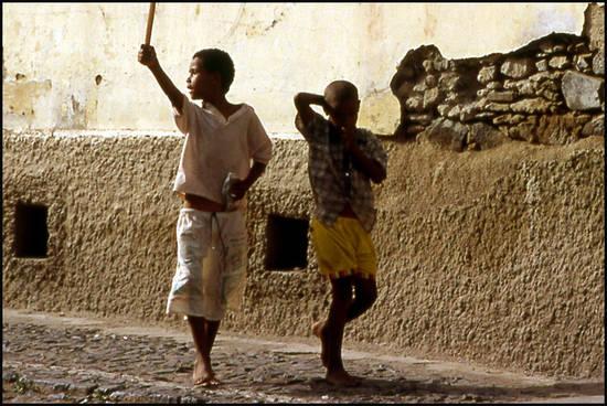 69a2c cap vert gamins de mindelo.1277372492 Voyage Cap Vert   Premiers pas sur les chemins du Cap Vert