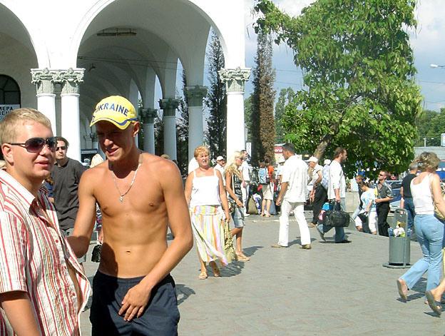 simferopol jeune homme torse nu