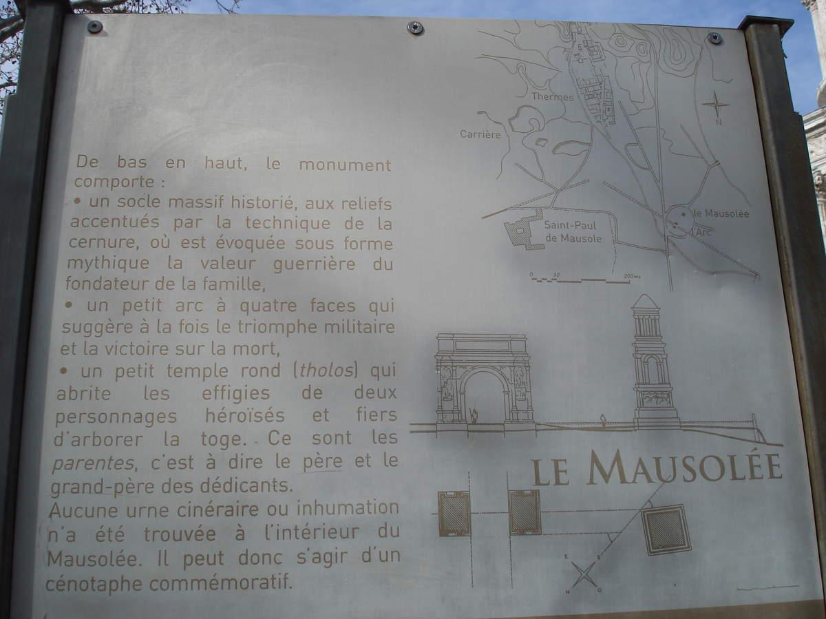 Saint-Rémy-de-Provence : plateau des Antiques et site archéologique de Glanum 2
