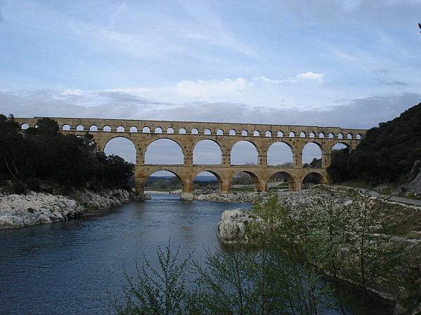 Le Pont du Gard ; superbe ouvrage d'Art romain (Unesco France) 11
