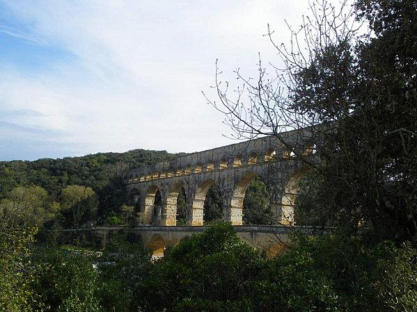 Le Pont du Gard ; superbe ouvrage d'Art romain (Unesco France) 3