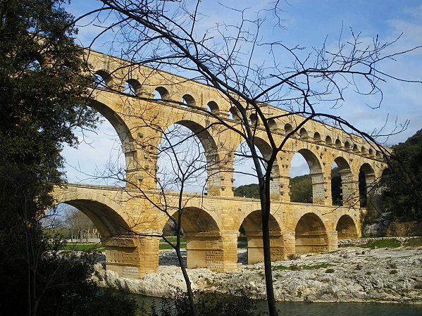 Le Pont du Gard ; superbe ouvrage d'Art romain (Unesco France) 6
