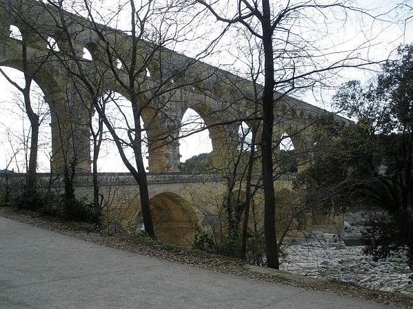 Le Pont du Gard ; superbe ouvrage d'Art romain (Unesco France) 9