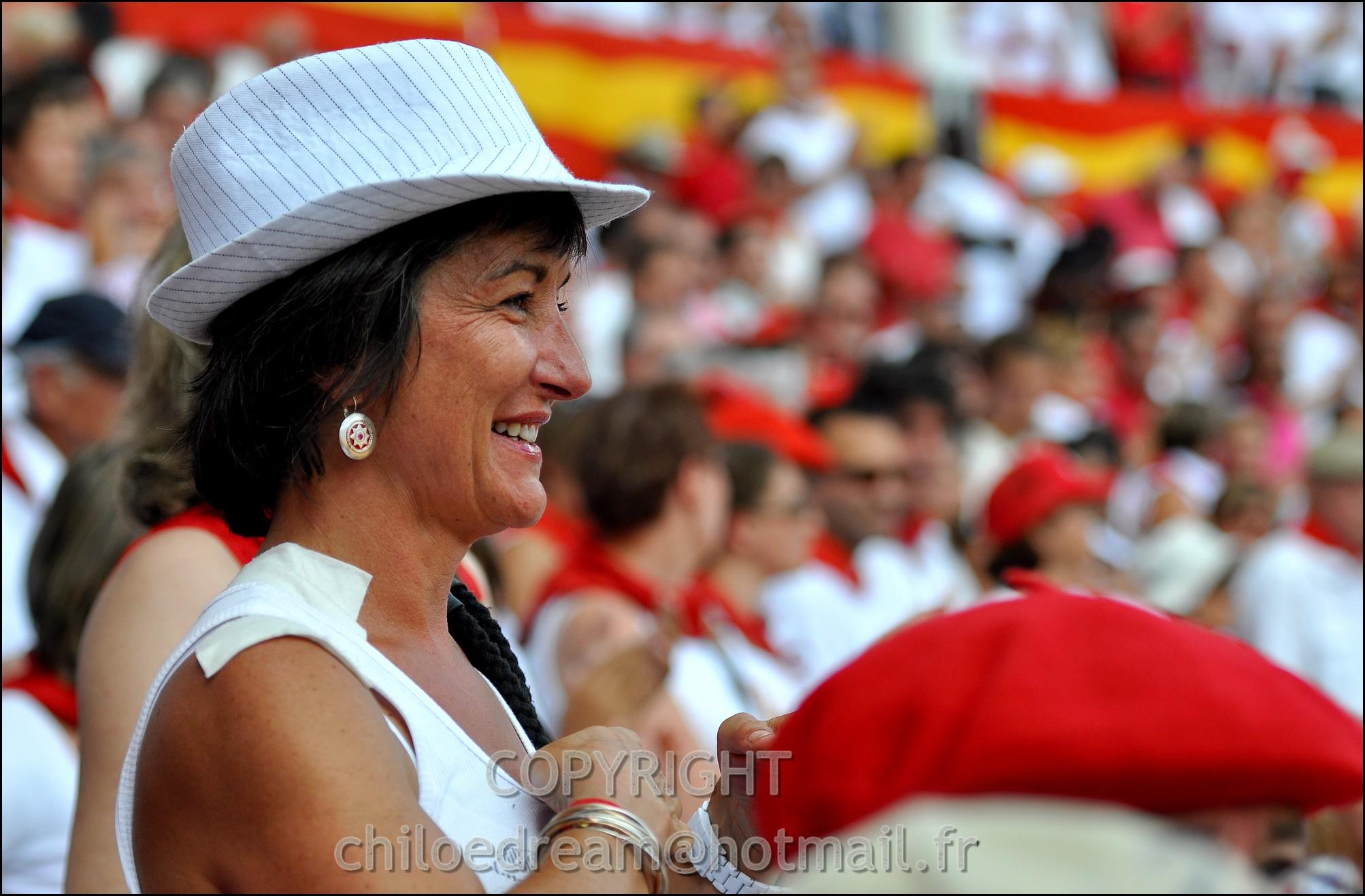 Voyage Pays Basque - Dax ; Corrida à cheval en rouge et blanc 35