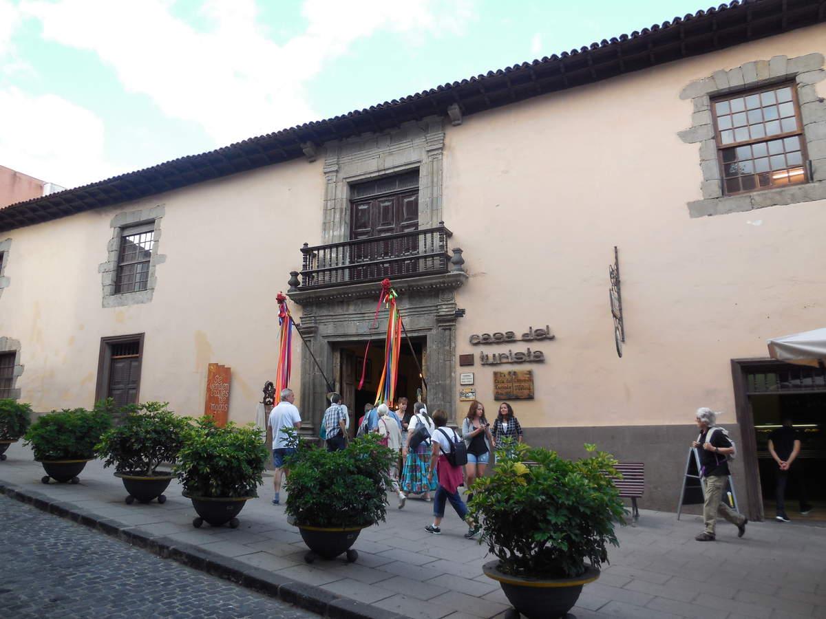 L'Office de Tourisme abrite une belle boutique d'artisanat,...