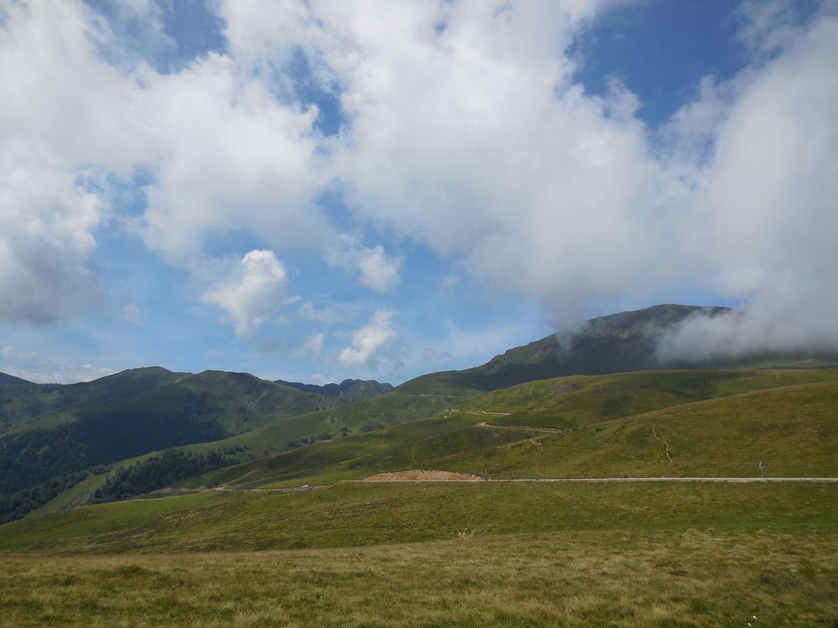 """Pour notre part, nous partons vers le sommet d'Antenac en suivant le balisage """"Tour Oueil-Larboust GRP"""""""