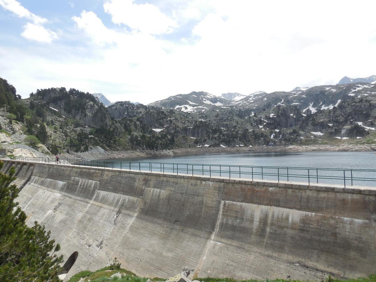 Le barrage surplombant le lac majeur....
