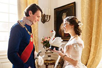 In Anlehnung an Wagners Oper »Lohengrin« nennt Ludwig seine Braut Elsa und sie ihn »Schwanenritter«.