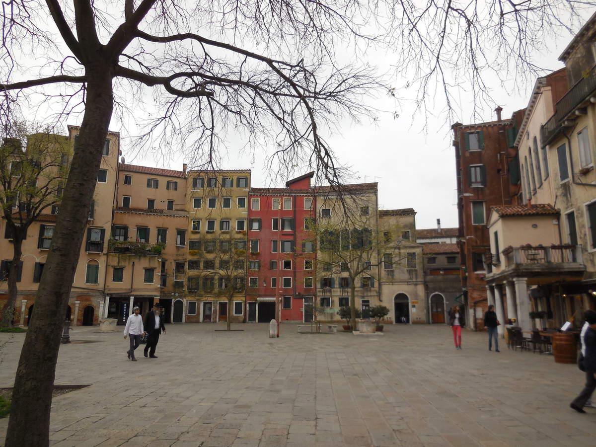 Les cinq synagogues de Venise sont situées à l'intérieur d'immeubles d'habitation...Il faut chercher!