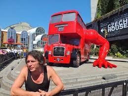 david-cerny-double-deck-autobus.jpg