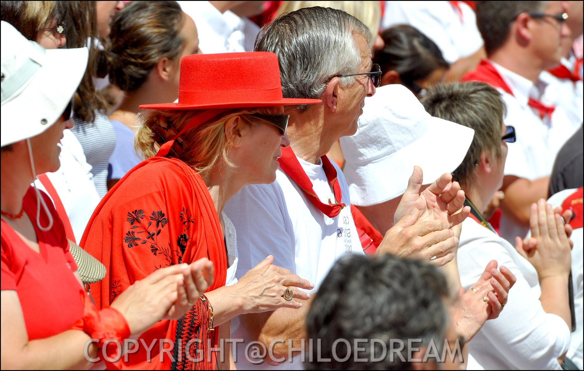 Voyage Pays Basque - Dax ; Corrida à cheval en rouge et blanc 16